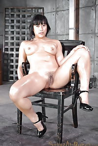 Mia Li : muscular asian slut, nice feet and mouth for cocks