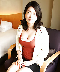 Japanese milf nude in hotel