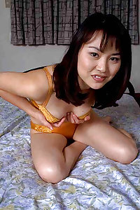 Japanese Amateur Love's Bedroom Masturbating During The Day